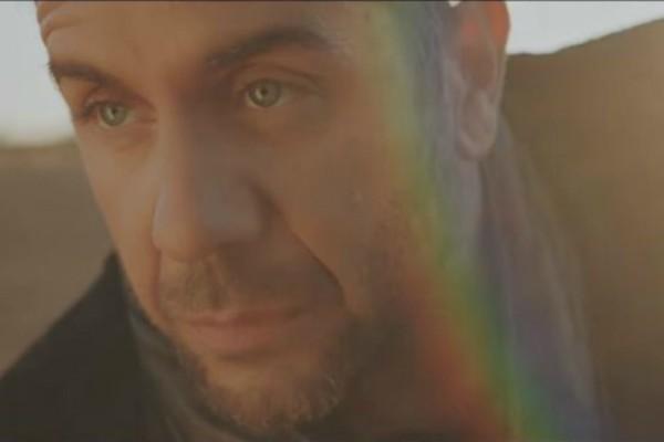 «Σώπα κι άκου»: Μόλις κυκλοφόρησε το βίντεο κλιπ της νέας επιτυχίας του Γιώργου Μαζωνάκη (video)