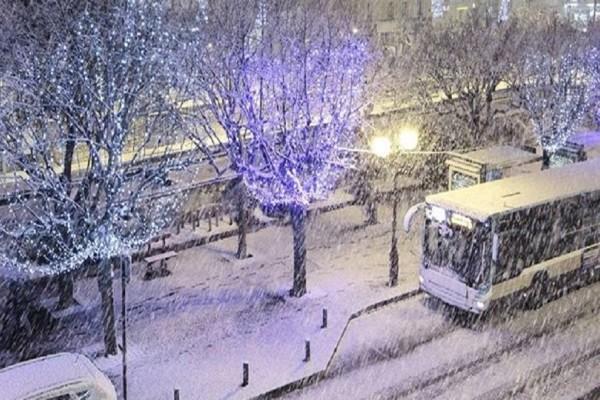 Εντυπωσιακές εικόνες: «Έπεσαν» τα πρώτα χιόνια σε Παρίσι και Λονδίνο! (Video)