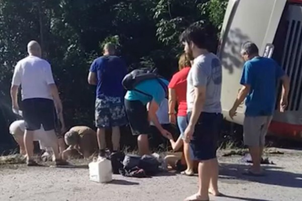 Τουλάχιστον 11 νεκροί σε δυστύχημα με τουριστικό λεωφορείο στο Μεξικό!