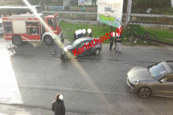 Σοβαρό τροχαίο στην Κόρινθο: Αυτοκίνητο καρφώθηκε σε κολόνα και κόπηκε στην μέση! (photos)