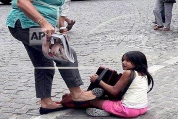 Καταδικάστηκε η γυναίκα που κλώτσησε παιδί που ζητιάνευε στην Ακρόπολη!