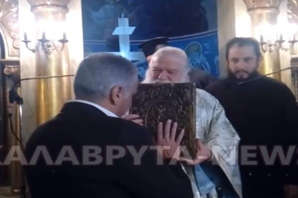 Σάλος: Ο Πάνος Σκουρλέτης αρνήθηκε να ασπαστεί το Ευαγγέλιο! (video)