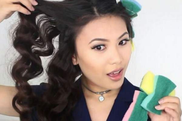Κάνε μπούκλες στα μαλλιά με… σφουγγάρι πιάτων!