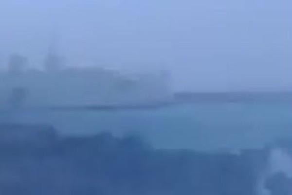 Βίντεο - σοκ: Η μάχη με τα κύματα του Κρήτη ΙΙ στο Ηράκλειο! Θρίλερ για 628 επιβάτες