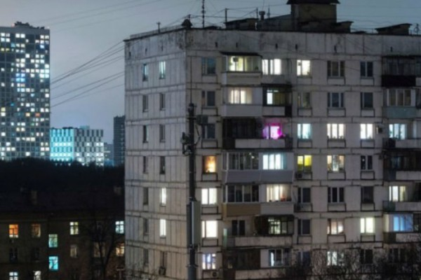 Μεθυσμένος βούτηξε από τον 9ο όροφο, έζησε και συνέχισε να πίνει!