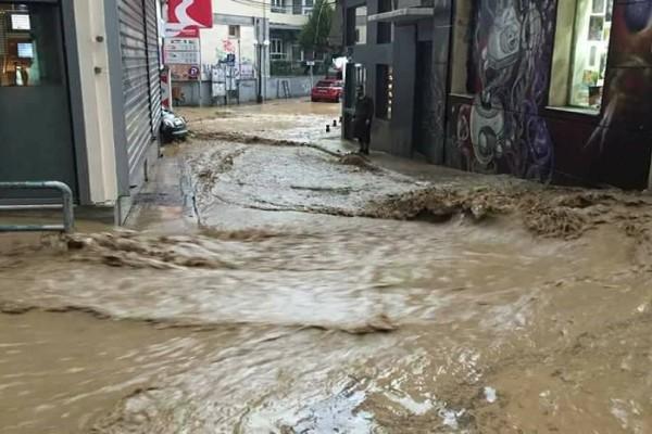 Σε κατάσταση έκτακτης ανάγκης Αγρίνιο και Μεσολόγγι - Εικόνες καταστροφής! (Video)