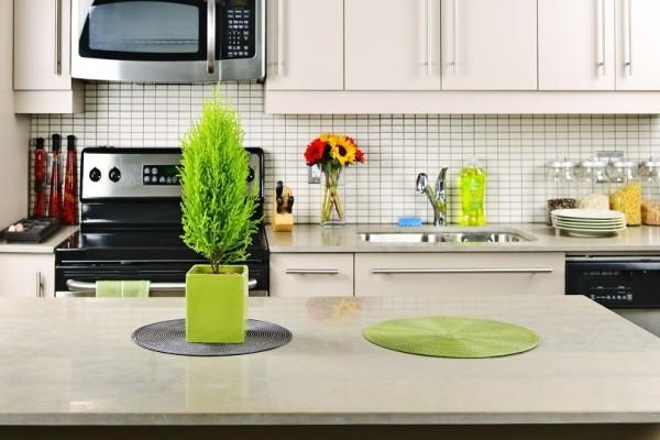 Ένα έξυπνο και πρακτικό κόλπο για να εξαφανίσετε τις δαχτυλιές από την κουζίνα σας!