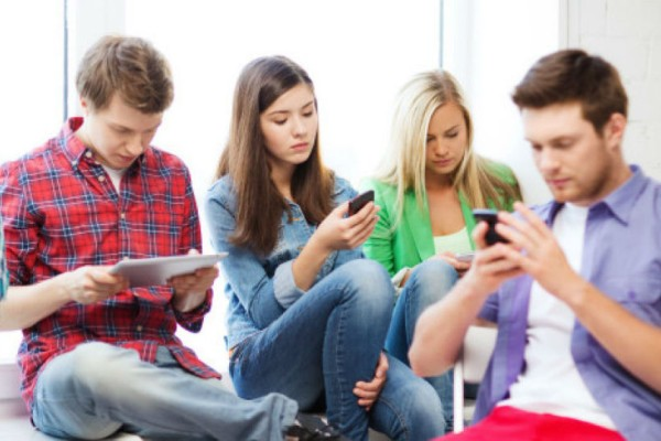 Η UNICEF προειδοποιεί: Μεγάλος κίνδυνος για τη ζωή των νέων το διαδίκτυο!