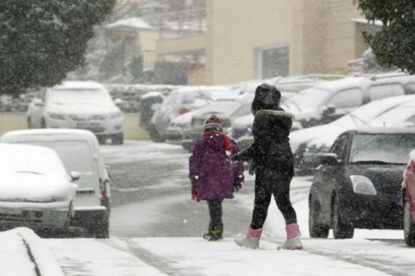 Η ελληνική πόλη που πλέον υπάρχουν θερμαινόμενα πεζοδρόμια που καθαρίζουν μόνα τους από το χιόνι!