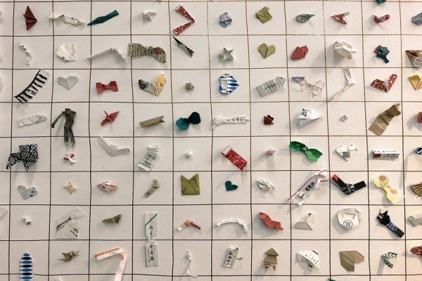 Θα σας εντυπωσιάσουν: Γλυπτά… από χάρτινες θήκες τσόπστικς! (Photo)