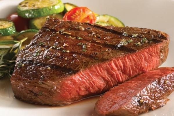 Κι όμως: Το κόκκινο υγρό στα κρέατα δεν είναι αίμα