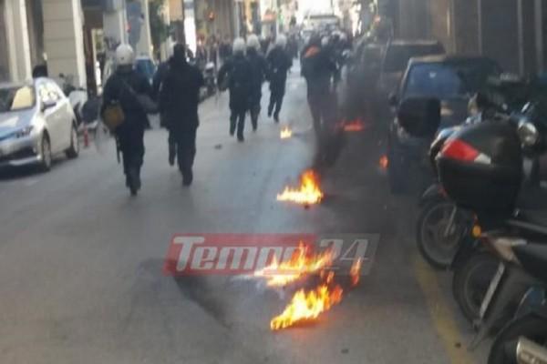 Σοβαρά επεισόδια και στην Πάτρα! - «Βροχή» από μολότοφ κατά αστυνομικών! (Photo & Video)