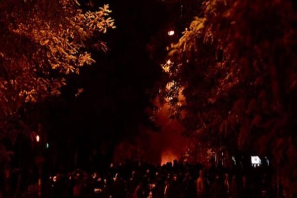 Σοβαρά επεισόδια στην Αθήνα και την πορεία στη μνήμη του Αλέξανδρου Γρηγορόπουλο! Δείτε live εικόνα