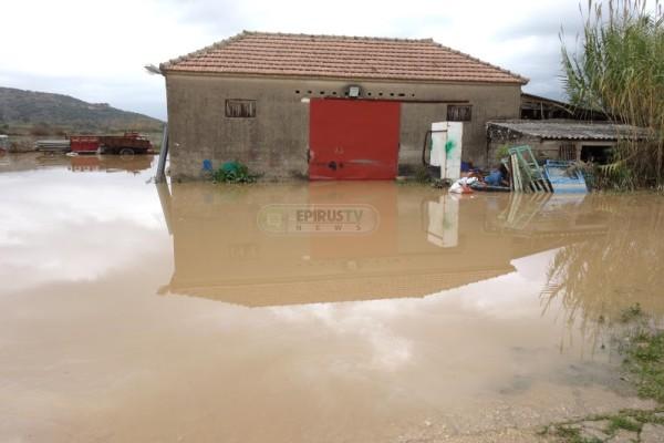 Απελπισμένοι οι αγρότες και κτηνοτρόφοι στην Ηπειρο με τις πλημμύρες: Κάθε χρόνο έχουμε τα ίδια (Photos)