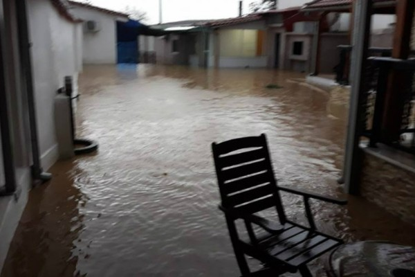 Η κακοκαιρία «χτύπησε» την Ρόδοπη: Πλημμύρισαν σπίτια και δρόμοι - Η πυροσβεστική απεγκλώβισε 17 άτομα (Photos)