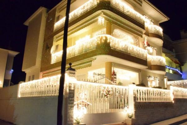 Το πιο στολισμένο σπίτι βρίσκεται στην Κοζάνη και θυμίσει Αμερικάνικο! Σας αρέσει;