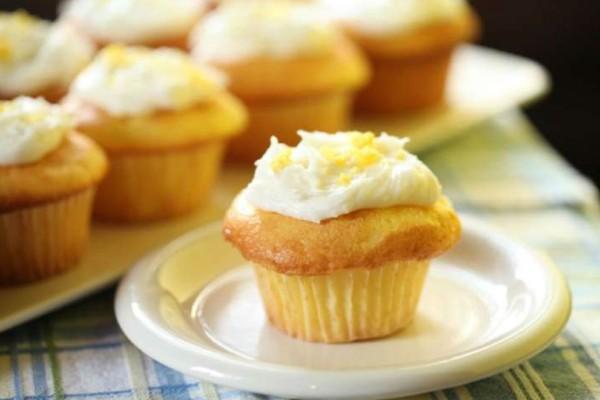 Muffins λεμονιού! Ότι πρέπει για συνοδευτικό του πρωινού καφέ!