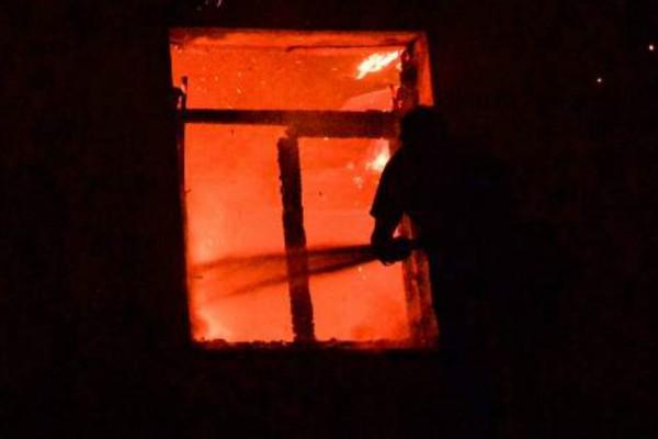 Μεγάλη φωτιά σε σπίτι στο κέντρο της Αθήνας - Εκκενώθηκε διπλανή πολυκατοικία!