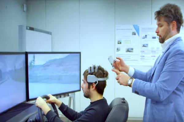 Άκρως πρωτότυπο: Η Nissan ετοιμάζει τεχνολογία που επικοινωνεί με τον… εγκέφαλο του οδηγού! (Video)