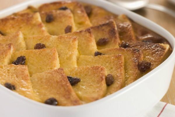 Πουτίγκα με ψωμί, βελούδινη κρέμα και σοκολάτα!