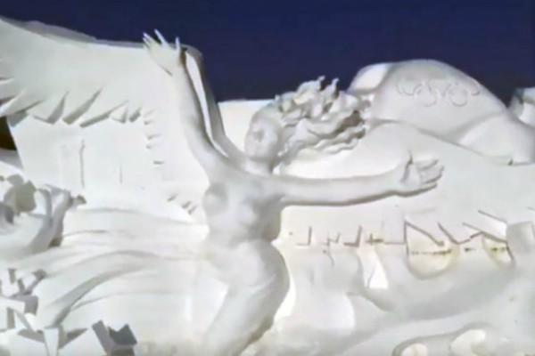 Γιγάντιο γλυπτό από χιόνι για τους Χειμερινούς Ολυμπιακούς του 2022  (video)