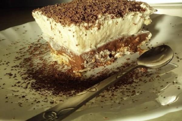 Μια πεντανόστιμη συνταγή: Υπέροχη τούρτα ταψιού με μπισκότο!