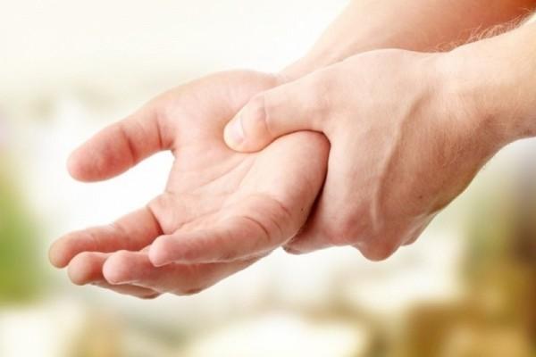 Μούδιασμα και μυρμήγκιασμα στα δάχτυλα: Εύκολοι τρόποι για να το αντιμετωπίσετε!
