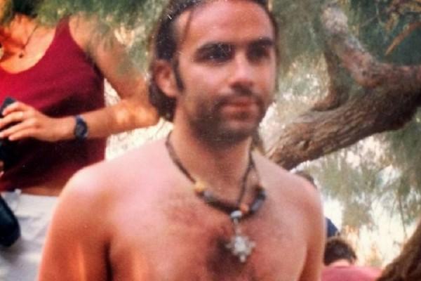 Θα πάθετε πλάκα! - Μπορείτε να αναγνωρίσετε ποιος διάσημος Έλληνας παρουσιαστής είναι στην φωτογραφία;