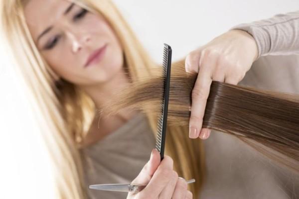 Έχεις ψαλίδα; Τρια τρομερά κόλπα για να μην κόψεις τα μαλλιά σου!