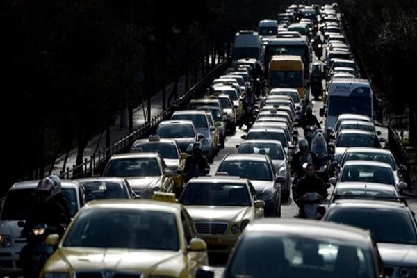 Κυκλοφοριακό κομφούζιο στους δρόμους της Αθήνας λόγω 24ωρης απεργίας!