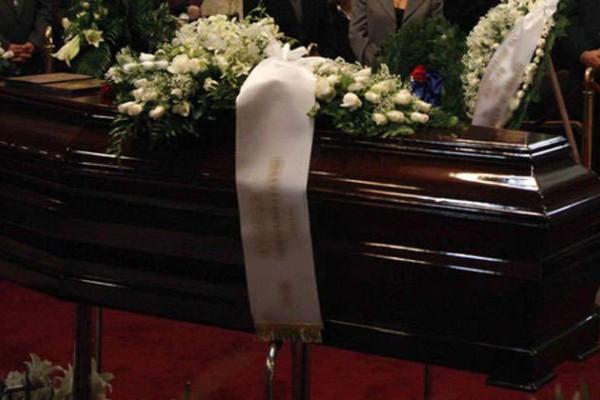 Σάλος σε κηδεία στην Βοιωτία: Μπέρδεψαν τα φέρετρα με τους νεκρούς!