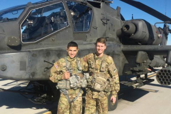 Πιλότοι ελικοπτέρων Απάτσι ενώθηκαν με τα δεσμά του γάμου σε Στρατιωτική Ακαδημία (Photos)