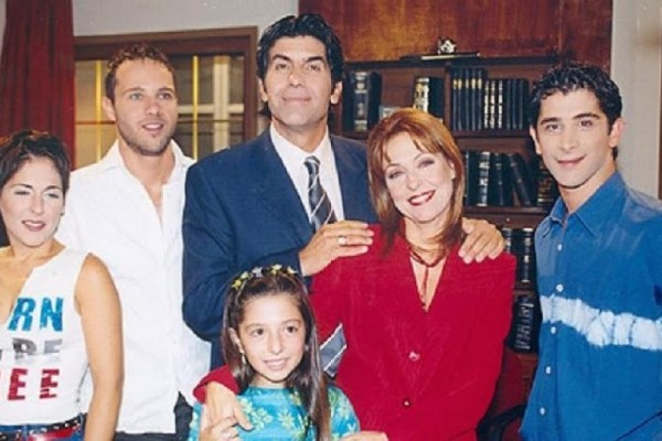 Το «Άκρως Οικογενειακόν» επιστρέφει με νέους πρωταγωνιστές! Ποιοι ηθοποιοί