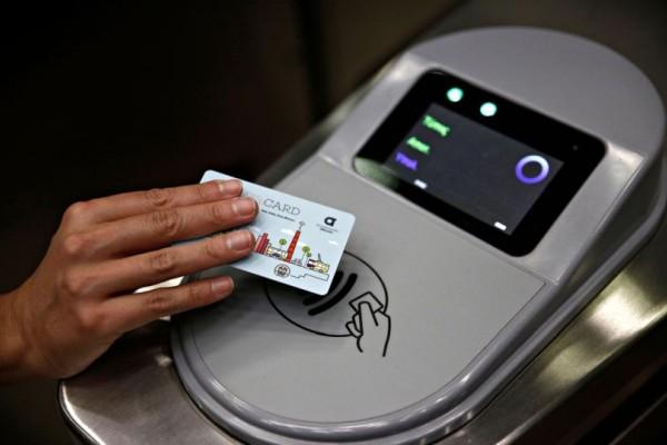 Ηλεκτρονικό εισιτήριο: Πότε θα κλείσουν οι μπάρες στους σταθμούς των ΜΜΜ;