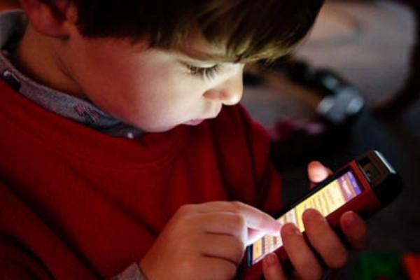 Έκκληση στην Apple να ερευνήσει κατά πόσο τα παιδιά μπορούν να εθιστούν στα iPhone!