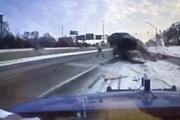 Συγκλονιστικό βίντεο: «Άγιο» είχε ένας υπάλληλος οδικής βοήθειας! - Δείτε γιατί όμως!