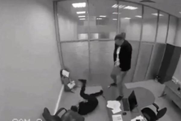 Βίντεο - έπος: Έμαθε πως κέρδισε το Λαχείο και πήγε και... ούρησε το αφεντικό του!