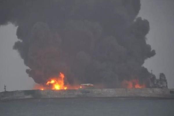 Σοκ: Σύγκρουση πλοίων και φόβοι για δεκάδες νεκρούς!