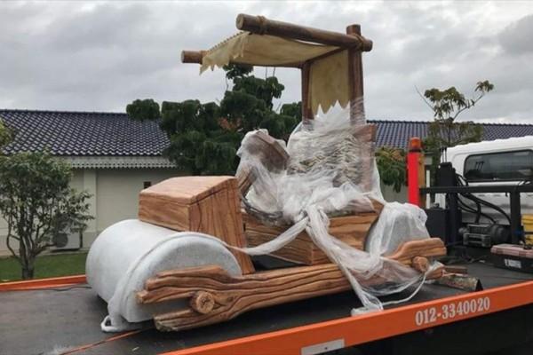 Απίστευτο: Κυκλοφορεί το αυτοκίνητο των... Φλίνστοουνς!
