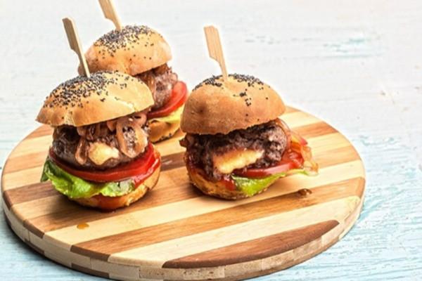 Mini γεμιστά burger με ψωμί μπριός!