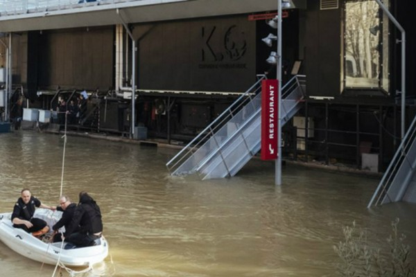 Παρίσι: Σχεδόν 1.500 άνθρωποι απομακρύνθηκαν από τα σπίτια τους λόγω της ανόδου της στάθμης του Σηκουάνα