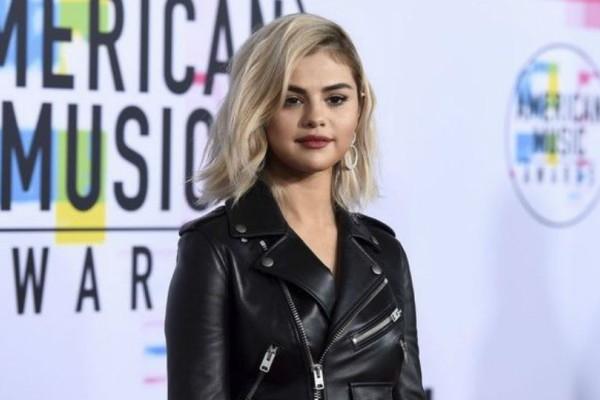 Άλλαξε πάλι τα μαλλιά της η Selena Gomez! Αυτή τη φορά έκανε κάτι ασυνήθιστο! Σας αρέσει;