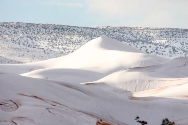 Απίστευτες εικόνες: Χιόνισε στην έρημο Σαχάρα! (video)