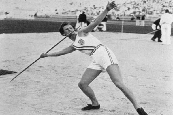 Μίλντρεντ Ντίντρικσον: Η αθλήτρια που έμεινε στην ιστορία κατακτώντας δύο χρυσά μετάλλια -  Την αποκαλούσαν «αδερφή του Σούπερμαν»