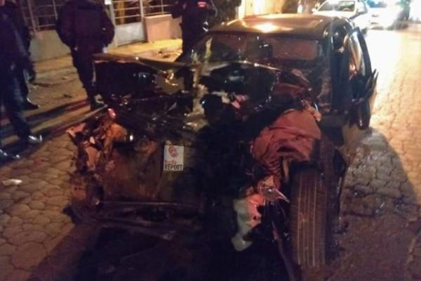 Εικόνες σοκ από τροχαίο στο Μενίδι: Ένας πολίτης και δύο αστυνομικοί οι τραυματίες!
