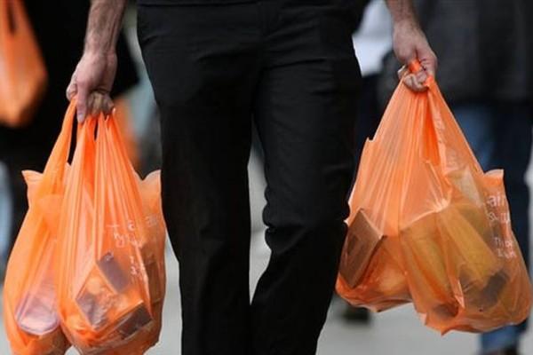 Σας φαίνονται πολλά τα 4 λεπτά που κοστίζει η σακούλα στα σούπερ μάρκετ; Θα μείνετε άφωνοι μόλις μάθετε πόσο θα στοιχίζει του χρόνου!