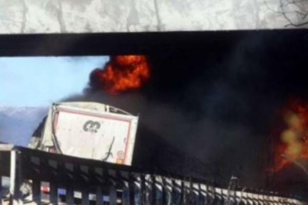 Τραγωδία στην άσφαλτο! Έξι νεκροί σε τροχαίο με βυτιοφόρο που τυλίχθηκε στις φλόγες!