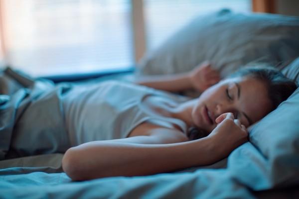 Για έναν ήρεμο ύπνο: Αυτό είναι το κόλπο με τα πόδια σου για να κοιμηθείς στο πι και φι!
