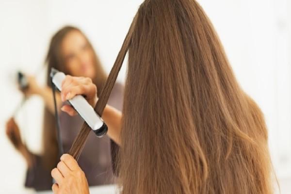Ίσιωμα μαλλιών με σίδερο: 6 tips για ένα τέλειο αποτέλεσμα!