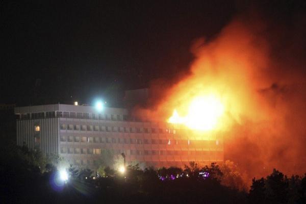 Καμπούλ: Ένοπλοι άνοιξαν πυρ εναντίον πελατών σε ξενοδοχείο - Φόβοι για 15 νεκρούς